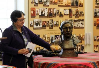 Fidelis Cole bust unveiled