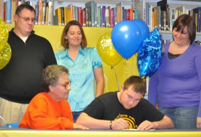 Pawhuska kicker Dillon Gwinn signs with NEO A&M