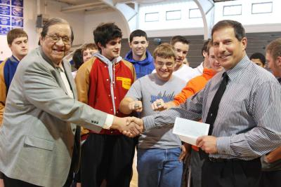 Donation helps Woodland football players purchase state rings